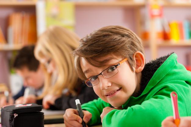 8 dicas para reduzir custos de papeis nas escolas